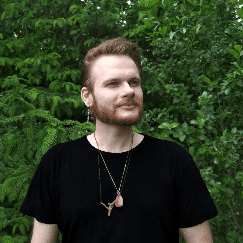 Runiczny.guru Marek Aleksander - wróżenie, rozwój, soul body fusion Polska, runy, przyszłość